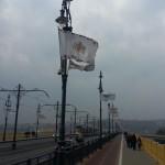 Die neue Fahne Budapests auf der Margaretenbrücke.